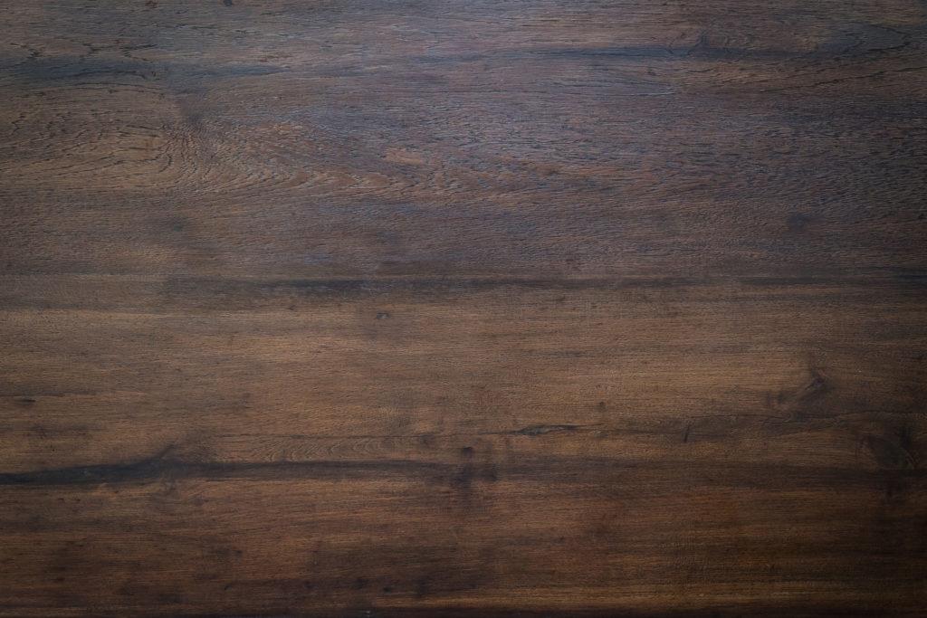 Dřevotřísku pokrytou laminovacím papírem chraňte před vlhkostí.