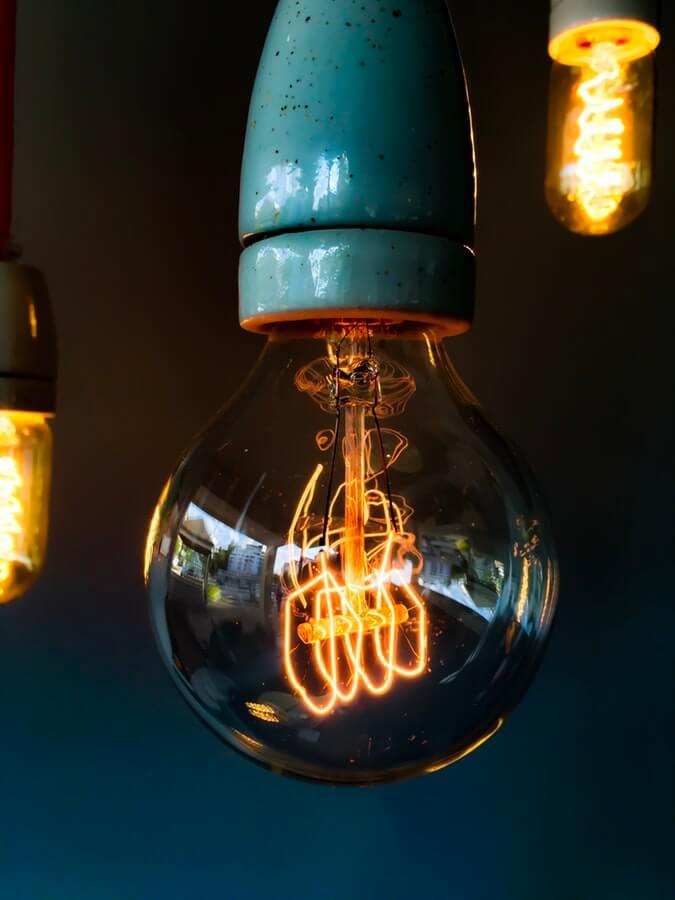 Jednoduché, ale elegantní vintage osvětlení.